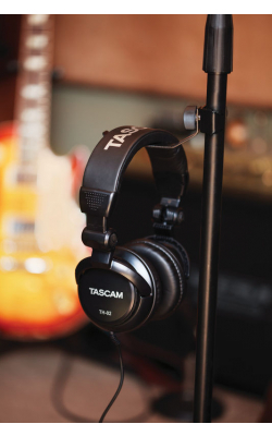 TH-02-B - TASCAM TH-02-B